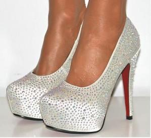 se venden zapatos de novia traidos de inglaterra!!!!