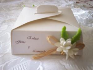 cajas para porción de torta decoradas y grabadas.